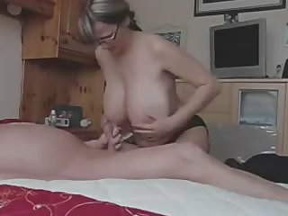Sex-appeal point-headed blonde sugars her old friend's swords and swallows it