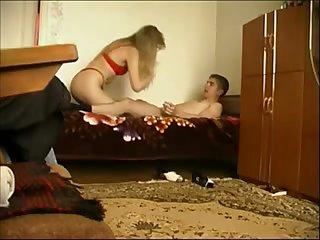 Русская тётка в возрасте трахается с молодым