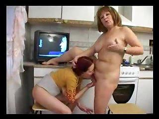 Лесбиянка 18 лет лижет пизду голой тётке