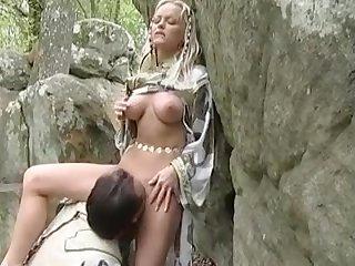 Фантастическое порно орк лижет эльфийской королеве пизду