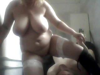 Толстая тётка в белых чулках трахается с мужиком снято скрытой камерой