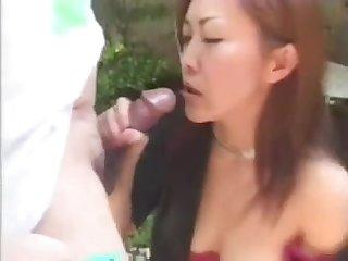 Красивая японка сосёт хуй и пьёт сперму