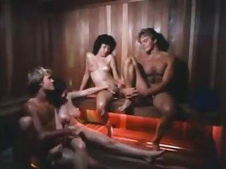 Ретро порно видео молодые женщины трахаются в бане