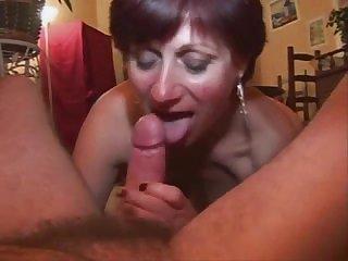 Немецкая мамочка сосёт член домашнее видео