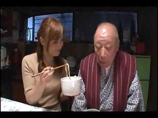 Порно старик трахает молодую азиатку в рот и жопу
