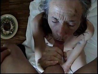 Запретное порно старая бабка сосёт член молодому мужику  вид от первого лица
