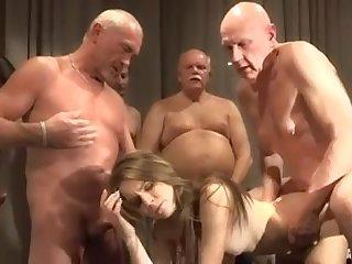 Порно блондинок ебут деды