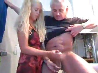 Старик выебал молодую скромницу порно