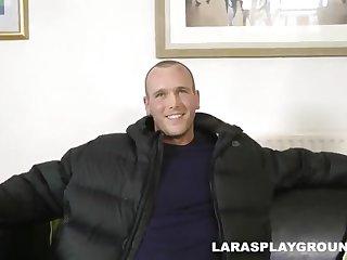 Горячий порно ролик со зрелой женщиной Lara Latex
