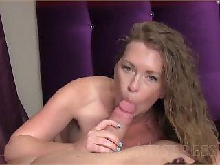 Порно видео от первого лица с ненасытной зрелой шлюхой