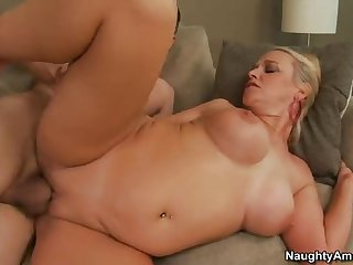 Перец прочистил вагинальную дырку зрелой тетке