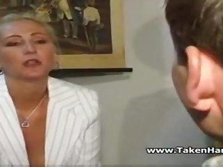 Немецкое порно со зрелой женщиной училкой в классе