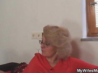 Похотливая старушка наказала молодого ворюгу сексом