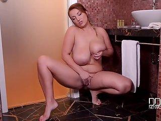 Возбуждающее соло от толстой женщины Krystal Swift