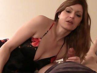 Секс видео от первого лица со зрелой длинноволосой мильфой