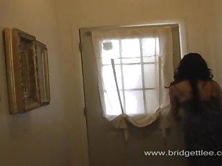 Две зрелые женщины проститутки ублажают парня