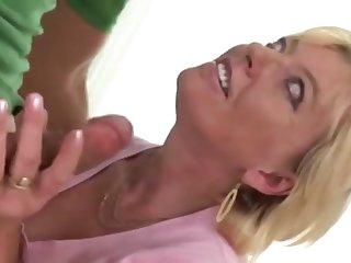 Мужик поимел на себе опытную женщину в самом соку