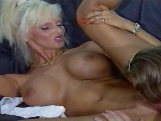 Смотреть порно со старой женщиной Лидой