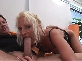 Старая женщина проходит порно кастинг