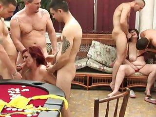 Групповое порно с двумя зрелыми женщинами