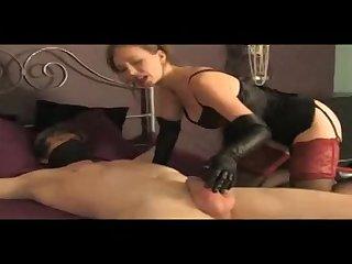 Взрослая женщина секс госпожа играет с членом раба