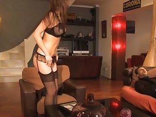 Лысый мужик устроил анальный секс втроем с двумя красотками