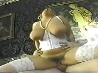 Горячий ретро секс с грудастой опытной блондинкой