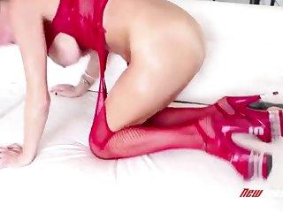 Сисястая нимфа Veronica Avluv занимается анальным сексом с молодым любвоником