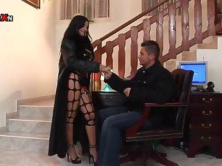 Сексуальная мильфа намекнула любовнику что пора трахаться