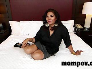 Жаркое порно в отеле женщины за 30 и молодого клиента