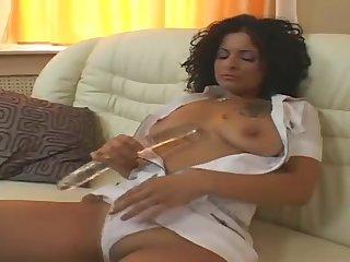 Мужики на диване ебет двух сексуальных проституток в белых платьях