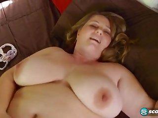 Возбуждающее соло от жирной мексиканской бестии в спальне