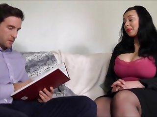 Сочная тетка трахается с мужиком на собеседовании