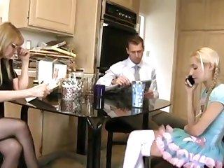 Мужик изменяет своей пожилой супруге с молоденькой 18 летней девушкой