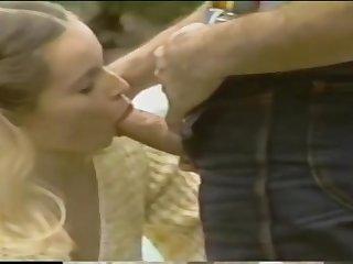 Возбуждающее ретро порно со смазливыми сисястыми сучками