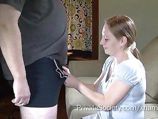 Рыжая сисястая мадам сладко сосет пенис мужу в спальне