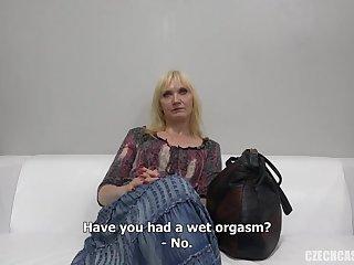 Чешская 50 летняя бабенка показала на порно кастинге как умеет заниматься сексом