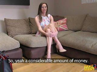 Порно кастинг зрелой женщины с длинными ногами в самом разгаре