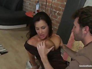 Очаровательная старая учительница после уроков жестко ебеться со студентом