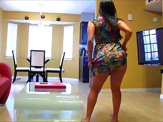 Шикарное домашнее порно жопастой латинской дамы с окончанием на трусы