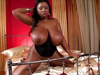 Возбуждающее соло на кровати от жирной африканской принцессы