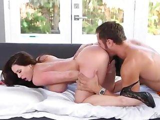 Страстная женщина Kendra Lust встретила любовника после работы сладким сексом