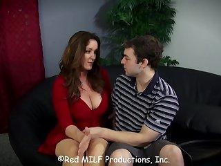 Роскошная женщина соблазнила парня пока муж был на работе