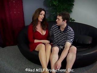 Роскошная девушка соблазнила парня в эту пору супруг был для работе