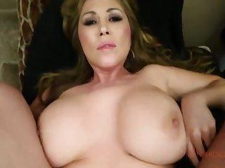 Возбуждащее порно от первого лица с большегрудой шлюхой