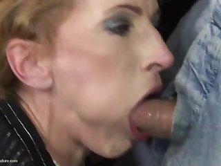 Старая хозяйка застала за просмотром порно своего квартиранта