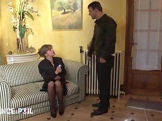 Мужик хорошенько успокоил сексом зрелую бабу в чулках