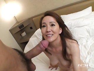 Жаркое японской порно с 40 летней азиатской шлюхой в постели