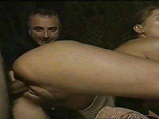 Итальянские мужики трахают возбуждающих грудастых потаскух