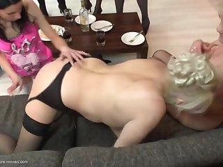 Старые женщины лесбиянки устроили на дому групповую оргию